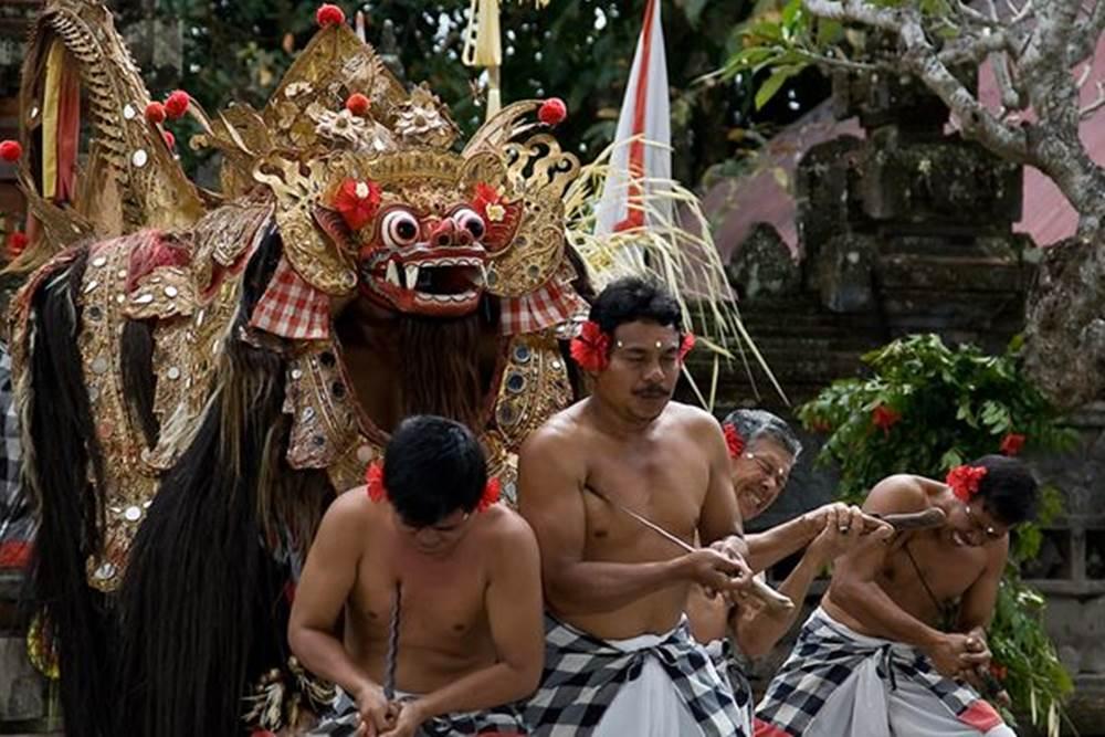 Wisata Desa Penglipuran Kombinasi Kintaman Tour - Tari Barong & Keris