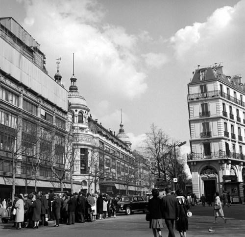 Paris © Oswald Perrelle/Roger-Viollet