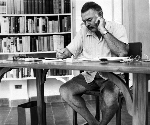 Hemingway_at_his_writing_desk