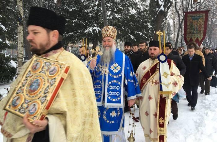 Câteva sute de severineni au participat la procesiunea de Bobotează