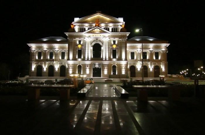 Se închiriază restaurantul și terasa teatrului. Prețul chiriei pornește de la 1.600 euro/lună
