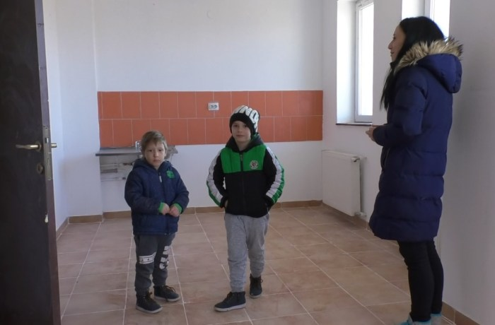 S-au mutat în casă nouă! 60 de tineri au primit cheile noilor apartamente construite de A.N.L.