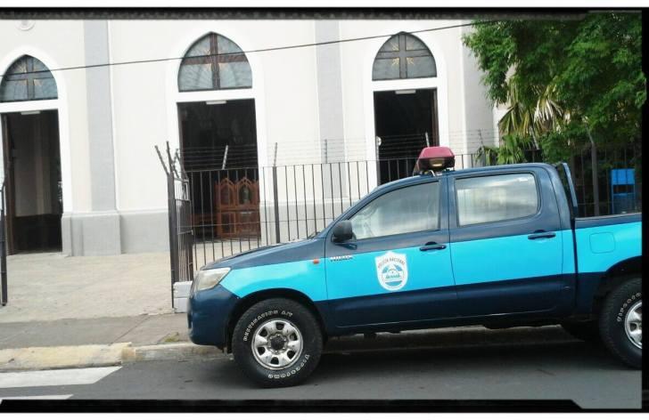 Policia Frente Iglesia San Antonio