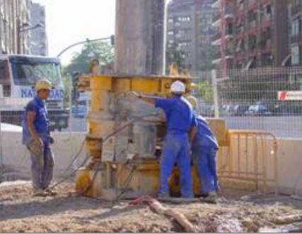 Muro pantalla junta circular. Excavación, maquinaria, guías, cuchara, junta, mandíbula, procedimiento