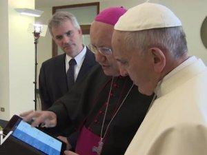 Francisco aprobó la nueva The Pope App