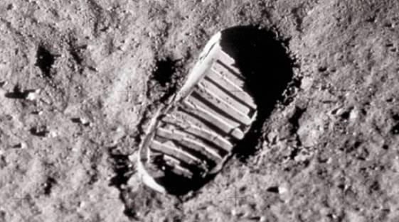 huela-primer-hombre-en-la-luna