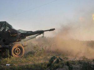 Tanque Donbass disparando a rebeldes prorrusos