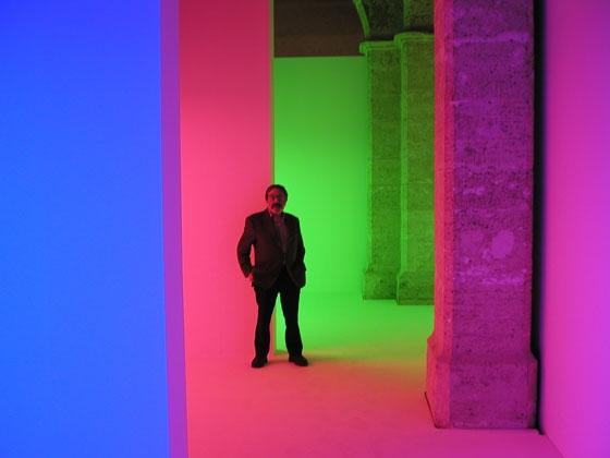 """Chromosaturation durante la exposición """"De lo Participativo a lo Interactivo. Otra Noción del Color"""" Cruz Diez - L'Almodí, Sala de Exposiciones, Valencia, España 2003"""
