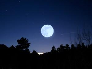 La Luna no es redonda, tiene forma de limón