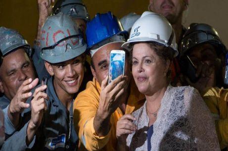 La presidenta de Brasil Dilma Rousseff en la construcción de una estación de metro