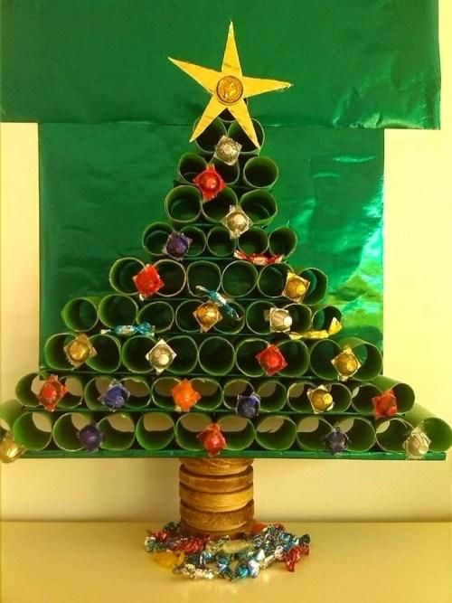 Con un poco de creatividad hasta los rollos de papel se convierten el el árbol mas ingenioso