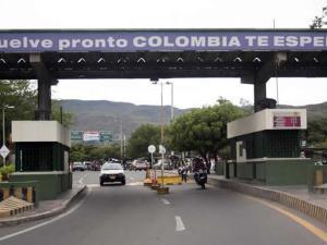 """Después de las medidas anunciadas por el gobierno venezolano sobre el cierre temporal de la frontera con Colombia, entre el estado Táchira y el departamento Norte de Santander , 24 mil colombianos han quedado """"sin empleo"""", así lo informó esta mañana el candidato a alcalde de Cúcuta, Jorge Acevedo, por el partido cambio radical."""
