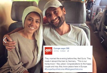 """""""Se casaron en la noche antes de huir de Siria. Aquí ya se los ve en un tren rumbo a Alemania""""."""
