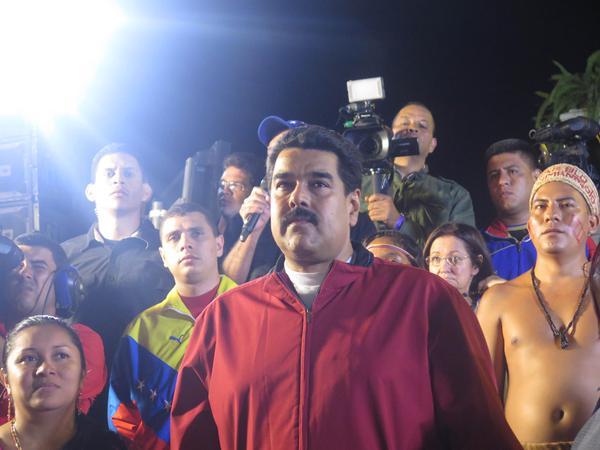 Maduro y figura Guaicaipuro
