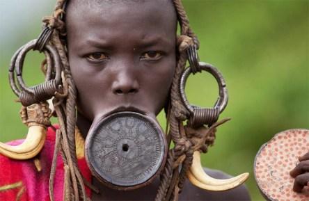 africa mujer plato