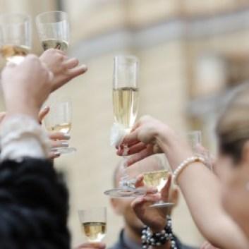 bodas-rusas-amigos-celebrando