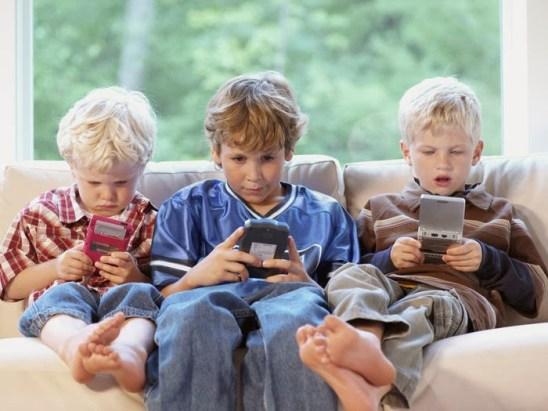 ninos-con-celulares