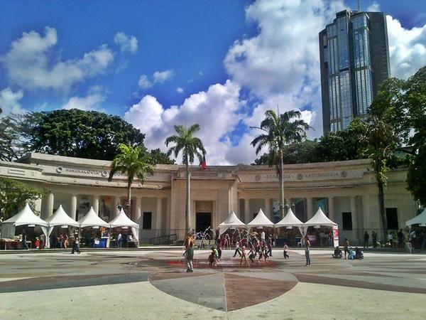Feria del Libro de Caracas 2017, plaza de los Museos. Foto: Luis De Jesús.