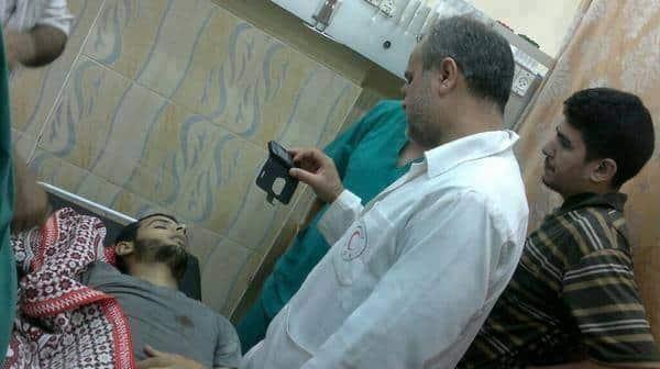 L'image du jour un médecin découvre le corps de son fils qui vient d'arriver à l'hôpital