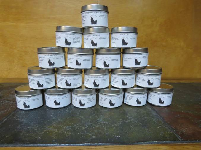 Pyramidal stack of 5 serving tea tins.
