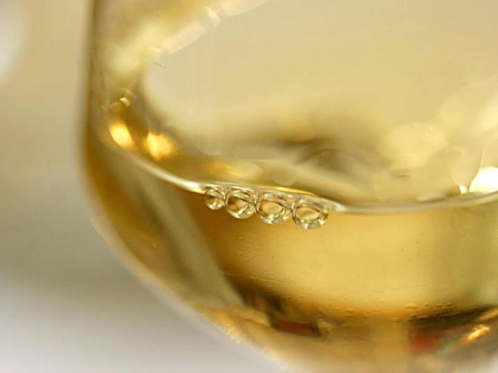 Vin jaune en gros plan