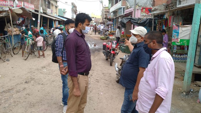 Executive Officer Rajesh Kumar Jha and Darbhanga District Municipal Manager Basant Pandit arrived to take stock of the newly formed three Nagar Panchayats Biraul, Ghanshyampur and Kusheshwarsthan East Block. Know what is said and what is the problem of the area