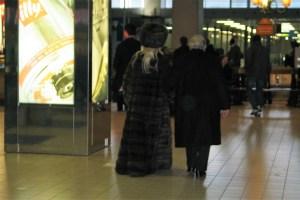 La femme à la fourrure_Aéroport de Paris CDG_02 décembre 2011