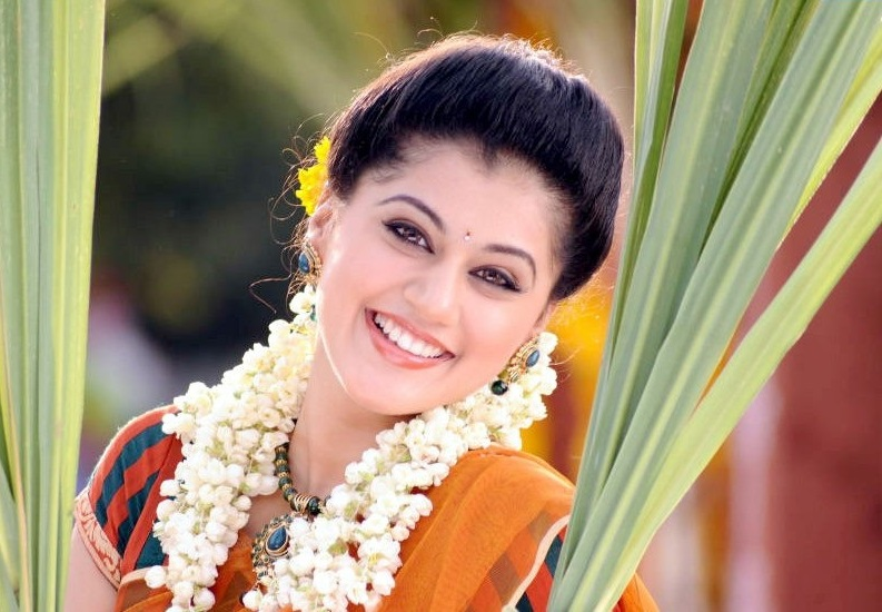 Taapsee Pannu - Taapsee Pannu Looking Nice - DesiComments.com