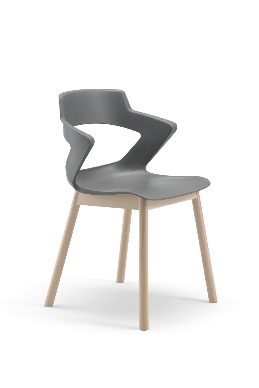 Art.SE19 - sedia con struttura in legno, seduta e schienale in polipropilene.Disponibile in diverse finiture (LT FORM)