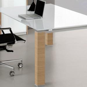 SD21 - Scrivania Direzionale con piano in vetro temperato bianco e struttura in legno, disponibile in diverse finiture (BRALCO)