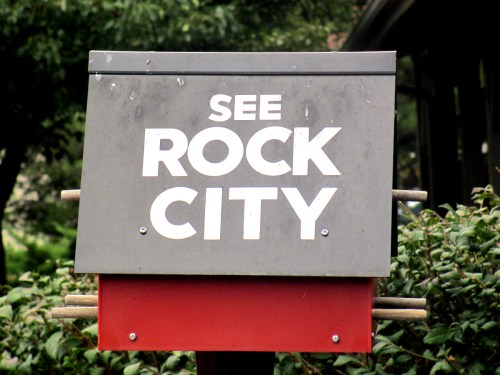 See Rock City birdhouse photo by Billy Hathorn