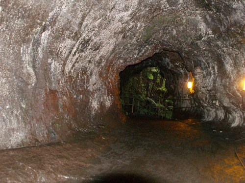Tour of Thurston Lava Tube, Hawaii Volcanoes National Park - The Underground World of Caves
