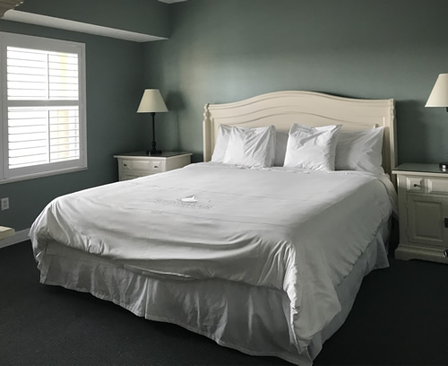 The bed in the guest bedroom - Bluewater Resort on Hilton Head Island