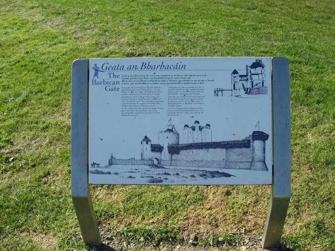 Sign by Trim Castle in English and Gaelic