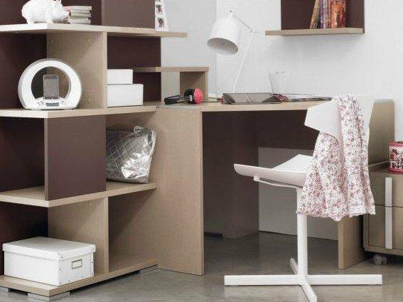 Gli outlet mondo convenienza sono specializzati nella vendita di mobili e complementi di arredo per la casa e l'ufficio a prezzi scontati tutto l'anno. Scrivania Angolare Per Il Vostro Ufficio Bianca Ikea E Molte Altre Soluzioni