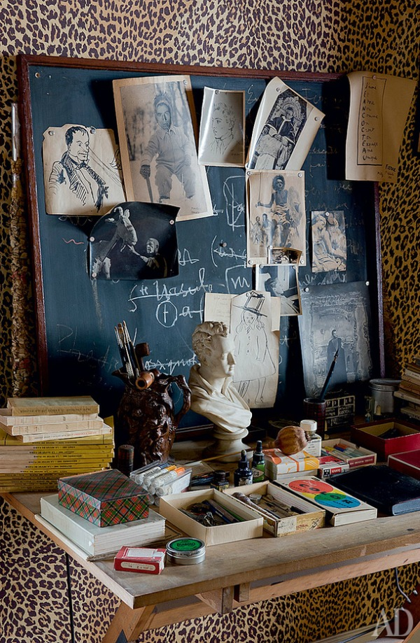 Decorating with Animal Prints: Wallpaper
