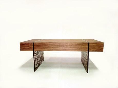 truciolo-coffee-table-in-noce-canaletto-con-gambe-in-resina-(1)