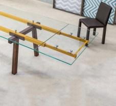 tavolo-allungabile-con-gambe-in-legno-e-piano-in-cristallo-bonaldo-tracks