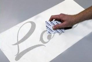 come applicare gli adesivi murali fase 2