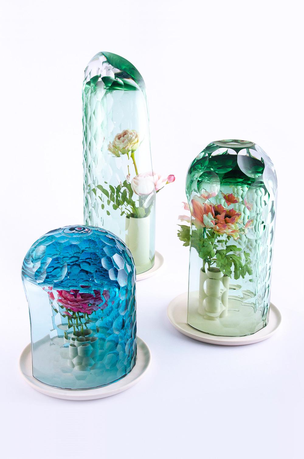 OP Vase Creates Bouquet Through Kaleidoscopic Optics