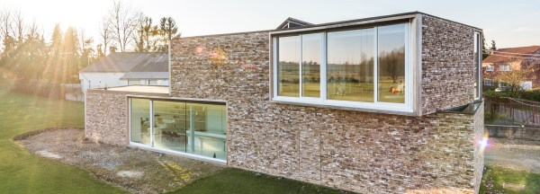 dmoa architects' screen house frames the gently sloping ...