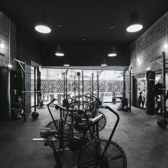 Estúdio amatam completes industrial krush it boutique fitness club