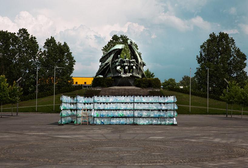 luzinterruptus-labyrinth-of-plastic-waste-poland-designboom-11