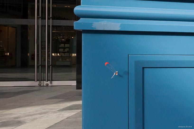 slinkachu-dubai-walls-miniature-street-art-designboom-014