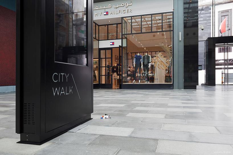 slinkachu-dubai-walls-miniature-street-art-designboom-016