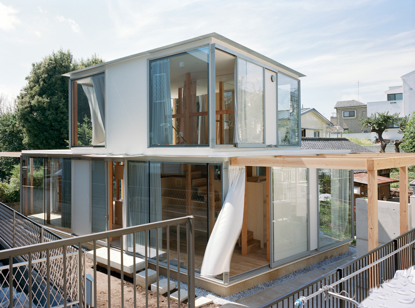 Fujiwalabo Builds Wall Less Home In Japanese Valley