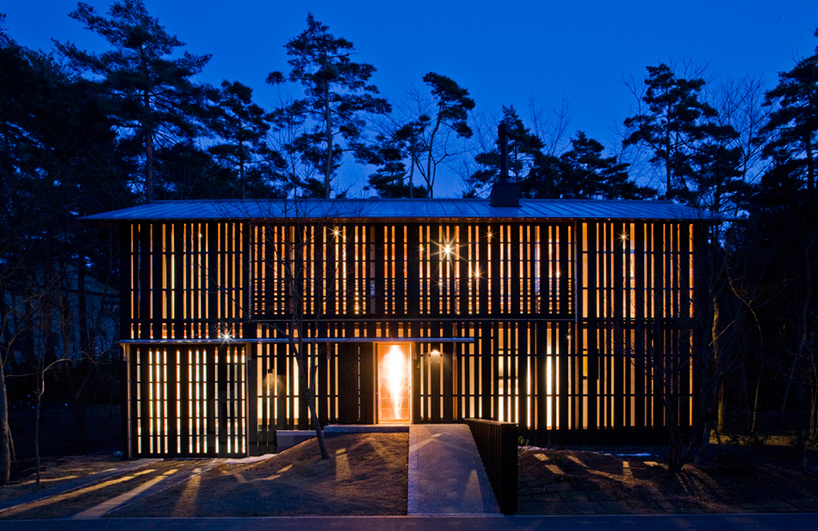 Osumi Yuzo Clads House In Daisen With Retractable Timber