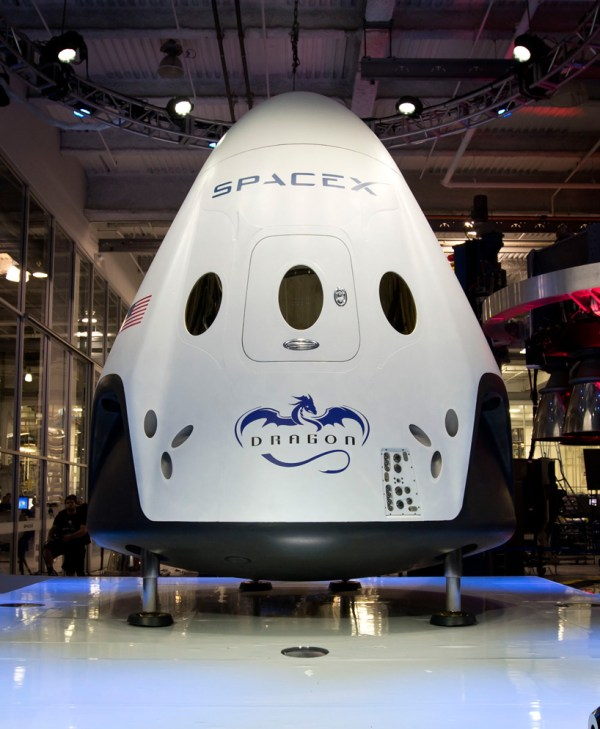 spaceXs fully reusable manned spaceship features 3D