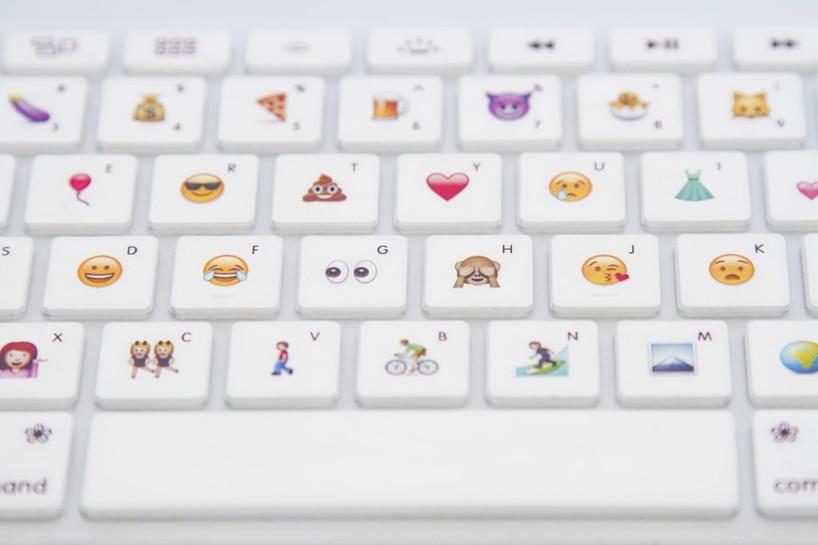 disk-cactus-emoji-keyboard-designboom07
