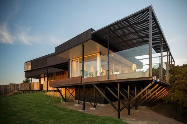 GB house by emA arquitectos overlooks the chilean coastline